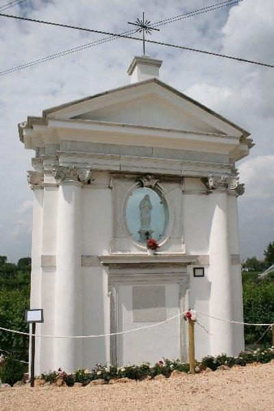 Porto Menai chiesetta