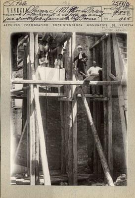 Esempio di scheda dell'Archivio Fotografico della Soprintendenza con foto in bianco e nero di lavori nell'anno 1905