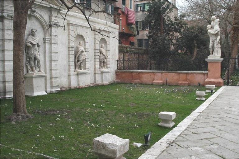 La corte dopo il restauro