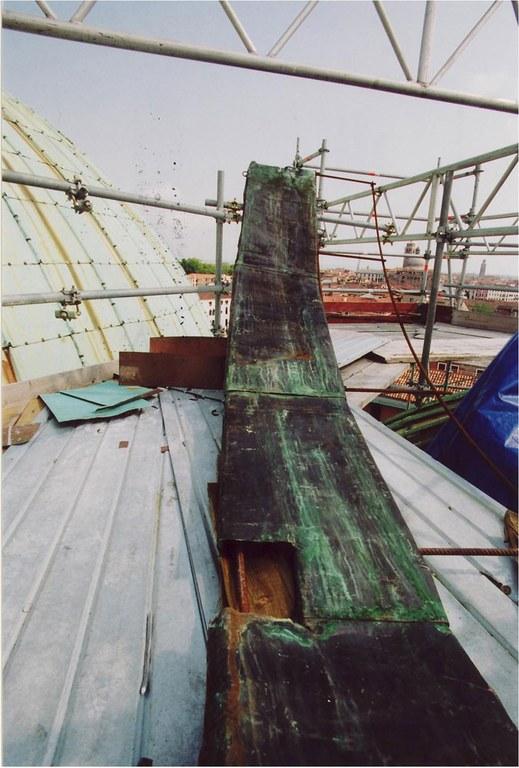 Lastra della cupola smontata