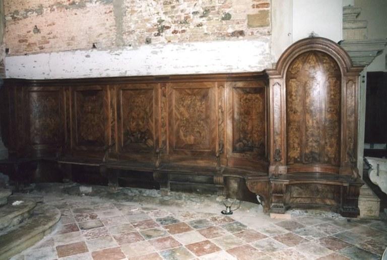 I dorsali del coro dopo il restauro
