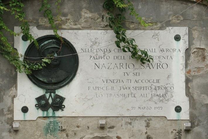 Campo Nazario Sauro, lapide commemorativa